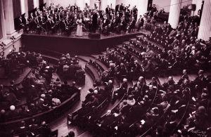 Suomen 1. eurooppalainen konsertti 4.5.1933. Radio-orkesteri, Helsingin kauounginorkesteri, joht. Armas Järnefelt ja sol. Anja Ignatius, viulu.