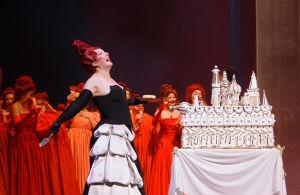 Lilli Paasikivi Mossorgskin oopperassa Boris Godunov Suomen kansallisoopperassa 2008.