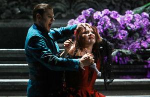 Jaakko Kortekangas ja Lilli Paasikivi Verdin Don Carloksessa Suomen kansallisoopperassa 2012.
