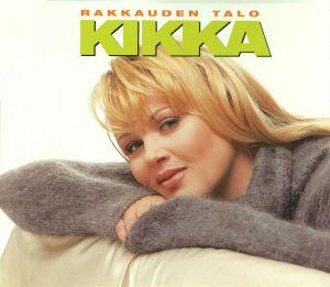 Kikka singlen kannessa vuonna 1997. Kikka nojaa sohvan selkänojaan ruskeassa villapaidassa, jossa on löysä poolokaulus. Pitkät suorat hiukset.