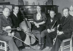 Elis ja Elsa Panulan perhe 1940-luvulla.