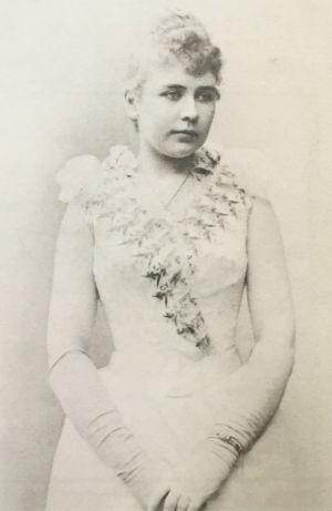 Laulajatar Maikki Pakarinen noin 1890.