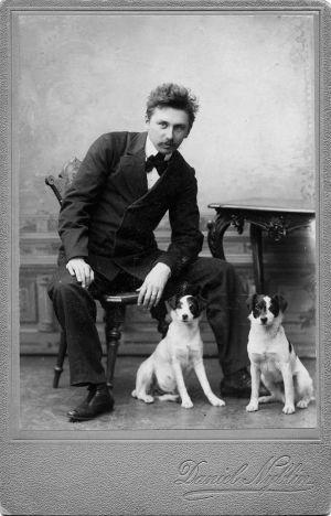 Nuori säveltäjä Armas Järnefelt ja koirat.