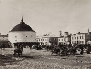 Pyöreä torni ja kauppatori 1890-luvulla.