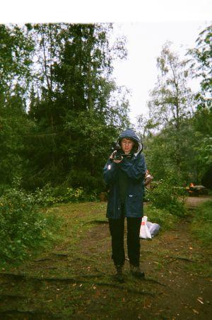 Kertakäyttökameralla otettu kuva Maustetyttöjen keikkakesästä.