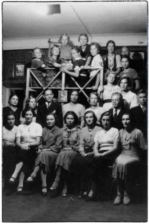 Viipurin Musiikkiopiston oppilaita prof. Andrej Rudenevin kotona 1934.