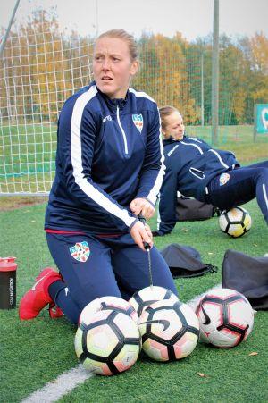 Anna Westerlund pumpar bollar.