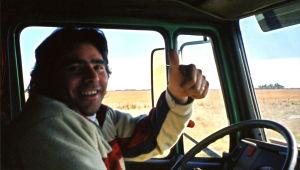 Rekkakuski autossaan Pampalla Etelä-Amerikassa