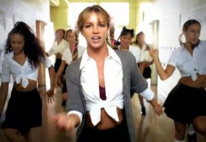 """Britney Spears iklädd en avklädd skolflicksuniform i videon till """"Baby one more time""""."""