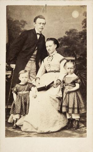 Richard ja Olga Faltin lapsineen noin 1867.