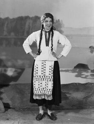 Mary Hannikainen Suomalaisen Oopperan Leevi Madetojan Juha-oopperan Anjana 1935.