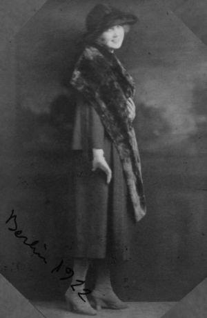 Laulunopiskelija Mary Spennert (myöh. Hannikainen) Berliinissä 1922.