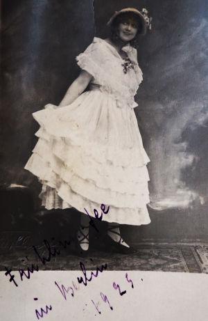 Mary Spennert Frühlingsfee-operetin rooliasussa Berliinissä 1923.