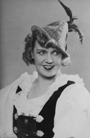 Mary Hannikainen Valkoinen hevonen -operetin naispääroolissa noin 1950-luvun alussa.