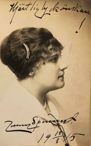 Jenny Spennertin valokuva omistuksella veljentyttärelle Mary Spennertille 1915.