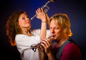 Viulisti Minna Pensola ja pianisti Iiro Rantala Yleisradion ohjelman mainoskuvassa 2011.