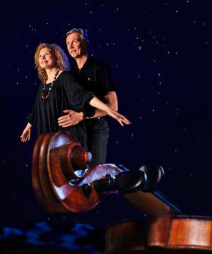 Viulistit Minna Pensola ja Jaakko Ilves, Yleisradion Sibelius-viulukilpailun kommentaattorit 2010.