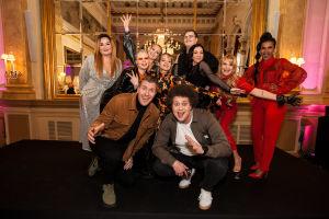 UMK-finalistit yhdessä YleX Aamun juontajien kanssa. Vas: Catharina Zühlke, Viv (F3M), Köpi (edessä), Sansa (takana keskellä), Baby O (F3M), Viki (edessä), Miara (F3M, takana) Aksel Kankaanranta (takana), Erika Vikman, Tika.