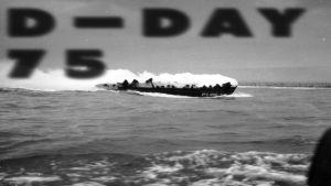 sotilasvene merellä