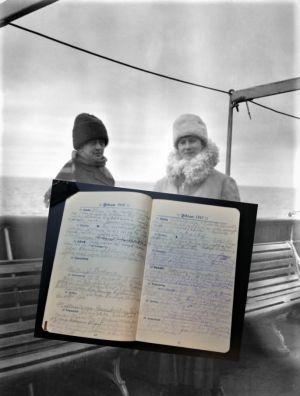 Ruth Munck och Marta Öhquist ombord på S/S Arcturus i februari 1918.