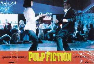 Pulp Fiction elokuvan juliste, jossa tanssivat John Travolta ja Uma Thurman