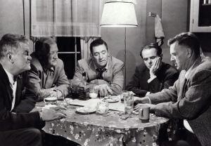 Jay C. Flippen, Joe Sawyer, Ted De Corsia, Elisha Cook Jr ja Sterling Hayden elokuvassa Peli on menetetty
