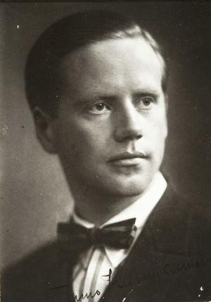 Sellisti ja kapellimestari Tauno Hannikainen noin vuonna 1920.