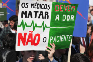 Protest mot eutanasilag i Lissabon 20 februari 2020.