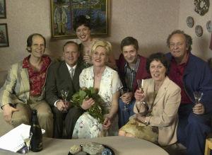 Auvo Vihro (Ilpo, Railin ex-mies),Lasse Karkjärvi (Paavo), Eija Vilpas (Raili), Anna Haaranen (Lissu), Lari Halme (Jari, Railin poika), Tuija Ernamo (Paavon äiti Siiri) ja Esko Roine (Kauko, Siirin mies).