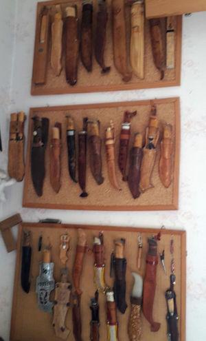 Knivar och puukkon. Tytti Ahopelto