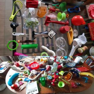 OOPS - otroligt onödiga prylars utställning. Människans förmåga att uppfinna onödiga saker är verkligen njutningsfyllt.Tor Lindholm, Isnäs