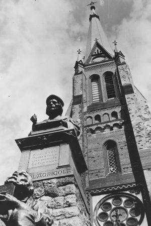 Agricolan patsas Viipurin tuomiokirkon edustalla 1930-luvulla.