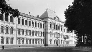 Viipurin Suomalainen lyseo vuonna 1908.