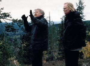 Elokuvaohjaaja Raimo O. Niemi yhdessä käsikirjoittaja, ohjaaja Ville Suhosen kanssa syyskuvauksissa.