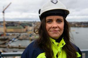 Ida Mann ovanför Slussenbygget.