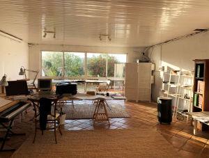 Säveltäjä Magnus Lindbergin studio Algarven kodissa kesällä 2019.