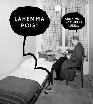 Mies yrittää rauhassa lukea kotonaan, Hompsi-Jouni häiriköi.