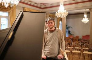 Pianisti Emil Holmström.