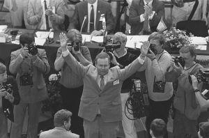 Ilkka Suomisesta kokoomuksen puheenjohtaja Turussa 1985