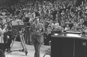 Kokoomuksen puheenjohtaja Finlandiatalolla 1981.