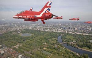 Flyguppvisning över London.