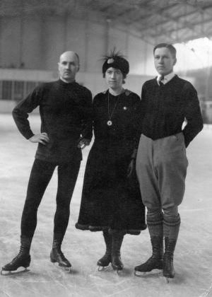 Walter och Ludovika Jakobsson tillsammans med Sakari Ilmanen i Antwerpen under OS 1920.