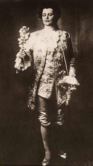Oopperalaulaja Hanna Granfelt Richard Straussin Ruusuritarissa.