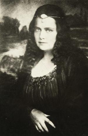 Oopperalaulaja Hanna Granfelt Max von Schillingsin oopperassa Mona Lisa.