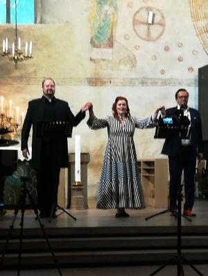 Basso Timo Riihonen, sopraano Miina-Liisa Värelä ja tenori Jyrki Anttila Lohjan kirkossa 2020.