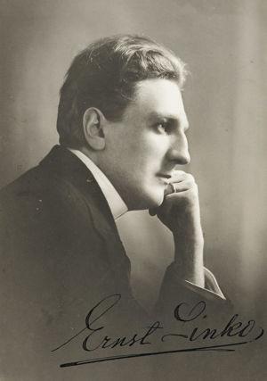 Nuori pianotaiteilija Ernst Linko.