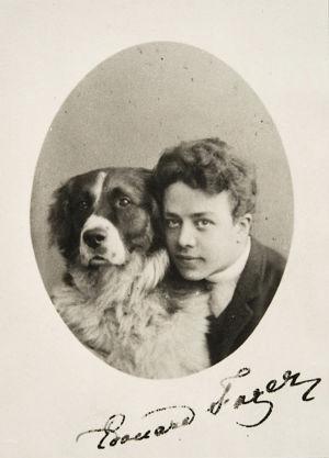 Nuori pianisti Edvard Fazer lemmikkikoirineen 1880-luvun lopussa.