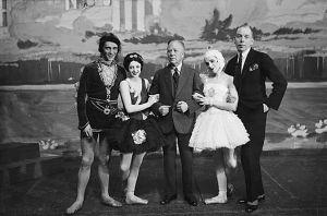 Baletin 10-vuotisjuhlassa 1932 vas. tanssijat Arvo Martikainen ja Lucia Nifontova, johtaja Edvard Fazer, tanssija Irja Aaltonen ja balettimestari George Gé.