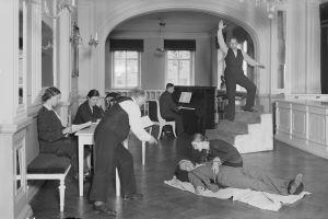 Oopperan harjoitukset Bulevardin oopperatalon lämpiössä 1932.