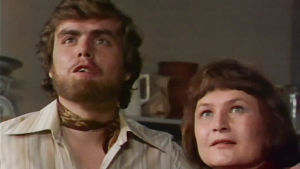 Hans (Juha Kandolin) ja Annikki (Anja Pohjola) elokuvassa On neidolla punapaula